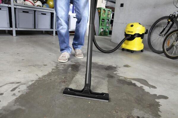 Уборка различных помещений с помощью хозяйственного пылесоса Karcher WD 4