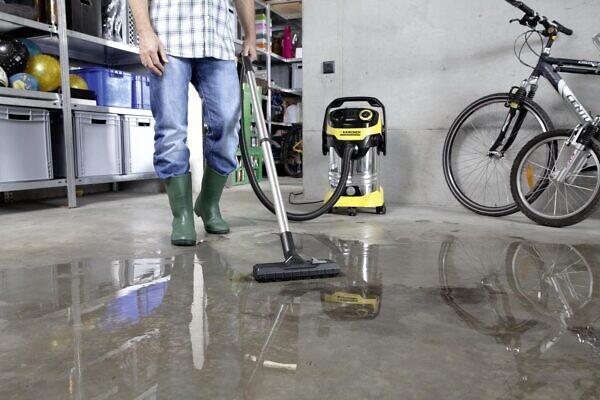 Уборка помещений с помощью хозяйственного пылесоса WD 6 P Premium