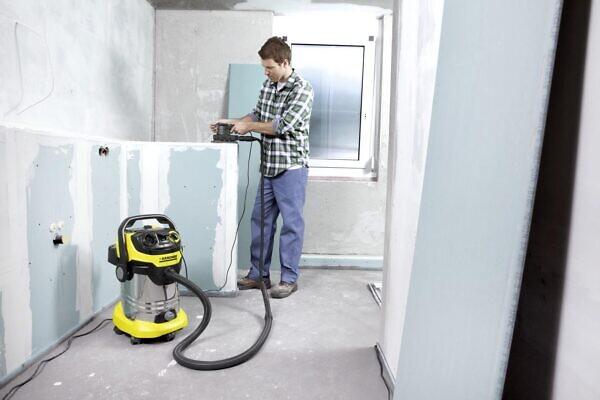 Уборка различных помещений с помощью хозяйственного пылесоса WD 6 P Premium