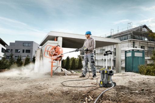 Аппарат высокого давления HD 5/11 P в работе на улице