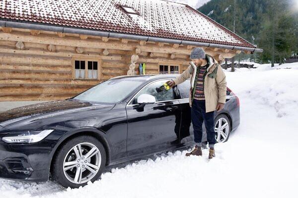 ЭЛЕКТРИЧЕСКИЙ СКРЕБОК ДЛЯ ЛЬДА EDI 4 в работе зимой