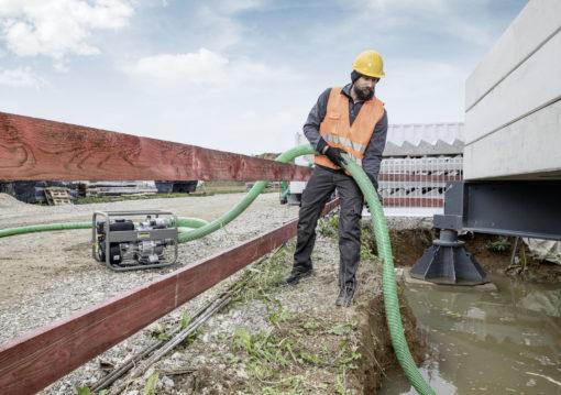 Мотопомпа для сточных вод WWP 45 Керхер в работе