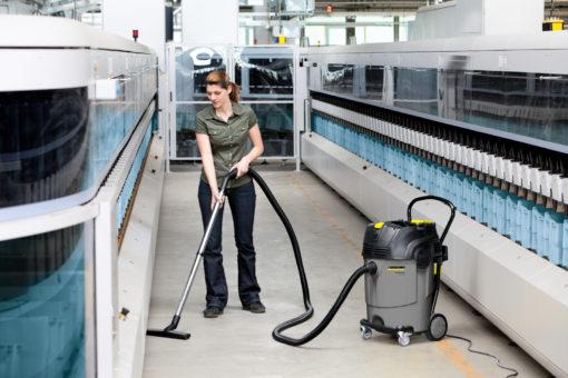 Пылесосы влажной и сухой уборки NT 65/2 Ap в работе 1