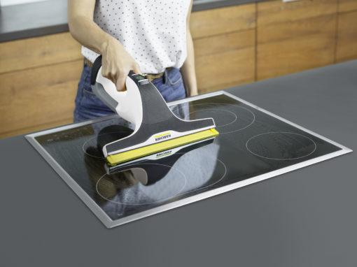 Стеклоочиститель Karcher WV 6 Premium в работе на кухне