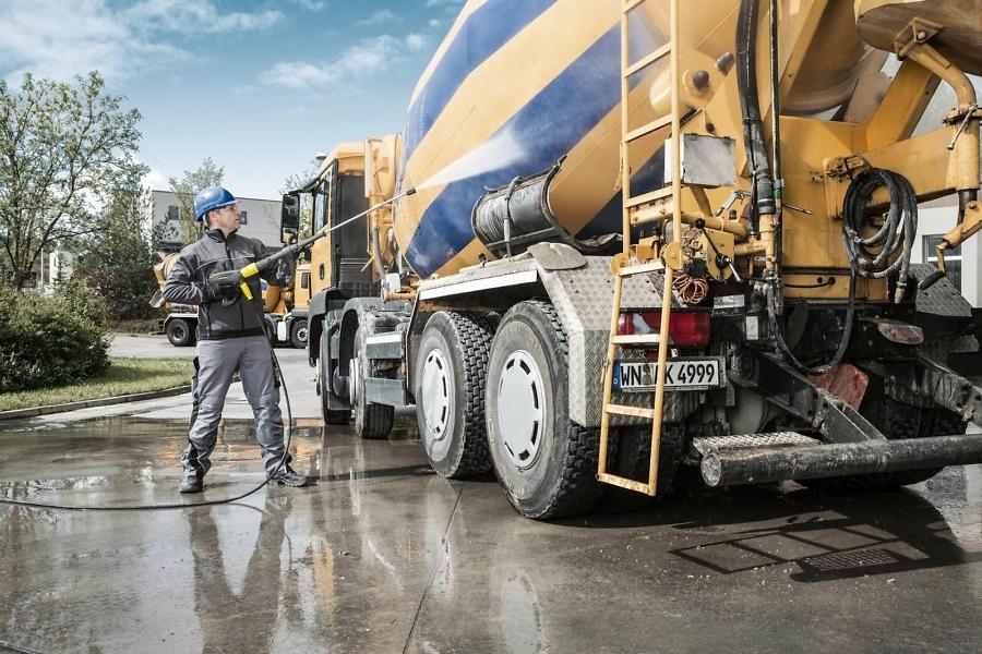 Аппарат высокого давления с подогревом HDS 12/18-4 S для мойки грузовика