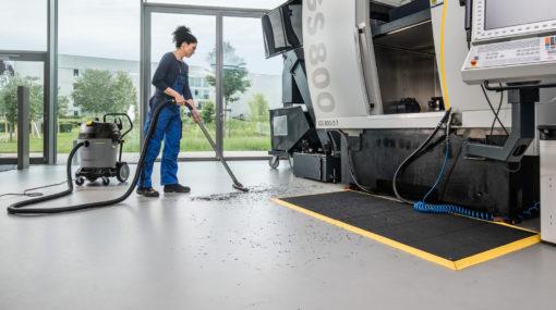 Пылесосы влажной и сухой уборки NT 65/2 Tact² Karcher в работе