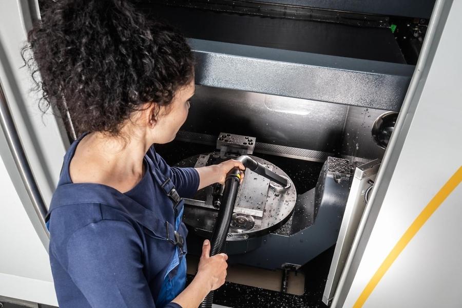 Пылесосы влажной и сухой уборки NT 65/2 Tact² в работе