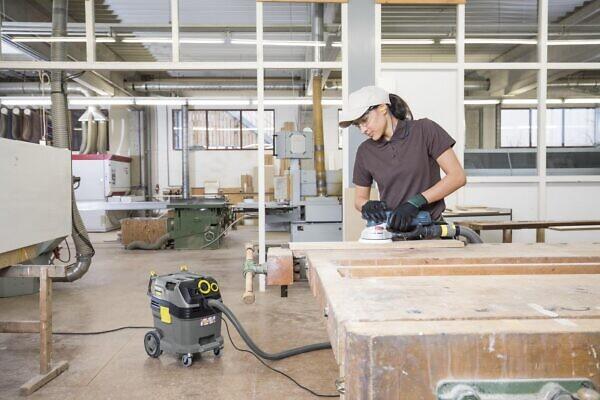 Пылесосы влажной и сухой уборки NT 30/1 Tact Te L в работе на стройке