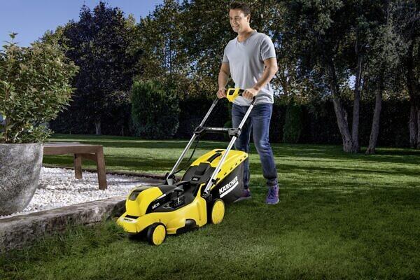 Скашивание травы на территории дома